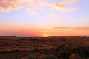 målad öken vid solnedgången foto