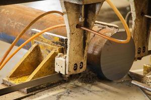 sågmaskin för metallbearbetning foto