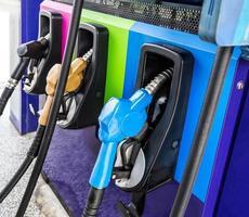 bränslemunstycke på bensinstationen. foto