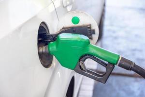 bensinpump påfyllning närbild foto