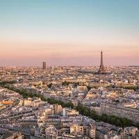 solnedgång över paris med eiffeltornet, Frankrike foto
