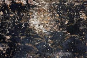 svart stenmur