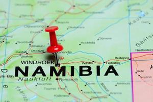Windhoek fästs på en karta över Afrika foto