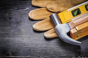 klo hammare läderhandskar trämätare konstruktionsnivå foto