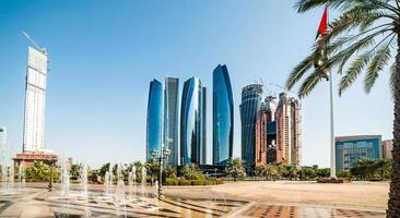skyskrapor abu dhabi foto