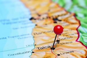 talca fästs på en karta över Chile foto
