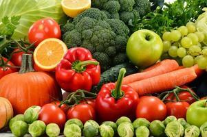 blandade råa ekologiska grönsaker