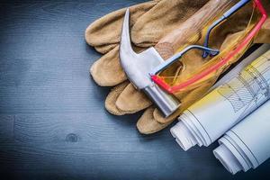 arbetshandskar skyddsglasögon hammarvalsade ritningar foto