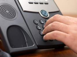 person som ringer från en fasttelefon