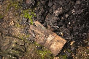smutsiga läderhandskar foto