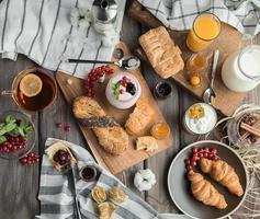 färsk röd frukost foto