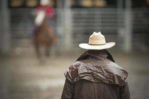 cowboy väntar foto