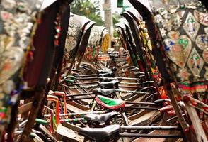 parkerade rickshaws foto