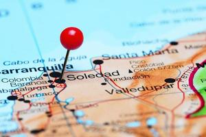 soledad fäst på en karta över Amerika foto