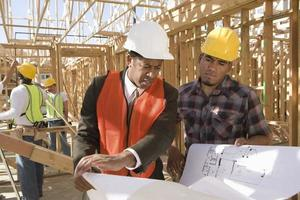 arkitekt och byggnadsarbetare foto