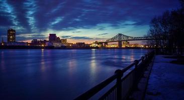 montreal jacques-cartier bridge på natten foto