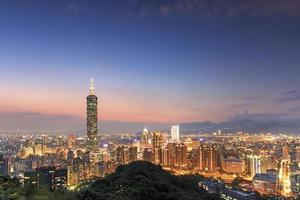 taipei på natten, i Taiwan foto