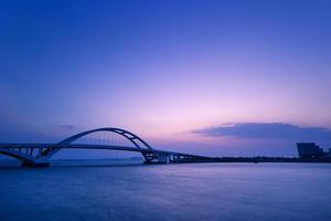 xiamen wuyuan bridge i gryningen