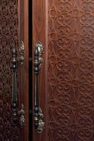 gamla dörrhandtag foto