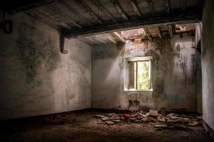 övergivet hus foto