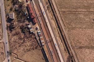 Flygfoto över järnvägsstationen foto