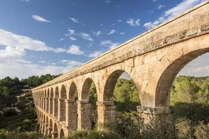 romersk akvedukt pont del diable i tarragona foto
