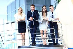 porträtt av positiv affärsgrupp foto
