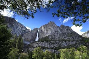 vattenfall i den yosemite nationalparken, usa circa maj 2010