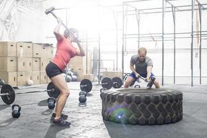träna på gymmet foto