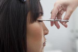 frisör på skönhetssalong foto