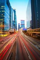 hongkong av moderna byggnader bakgrunder vägljusspår foto