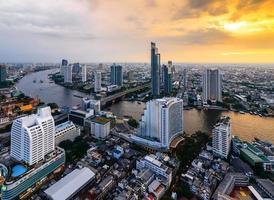 stad stad på natten, bangkok, thailand foto