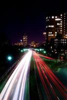 natt på motorvägen. foto