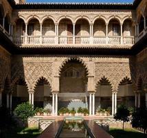 patio de las doncellas, alcázar i Sevilla, Spanien foto