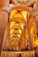 inuti katedralen. katedralen för det heliga korset och helgonet Eulalia. foto