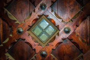 medeltida dörrdetalj foto