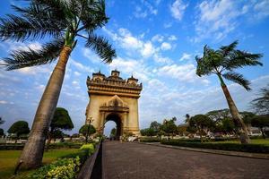 patuxai arch monument in vientiane foto