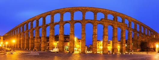 panorama över den romerska akvedukten i segovia foto