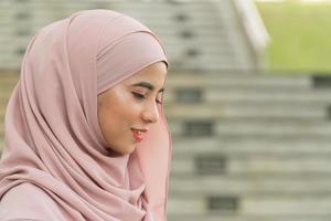 närbild av porträtt vacker malay flicka foto