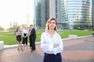 business lady med närbild ansikte tittar på kameran i och em foto