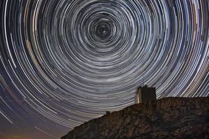 observatorium och stjärnspåren foto
