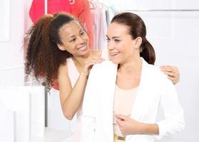 butik, kvinnor som shoppar foto