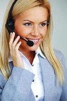 kvinna samtal med headset foto