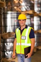 ung lagerarbetare foto