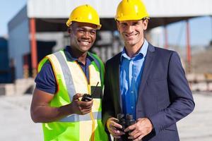 afrikansk byggnadsarbetare och chef foto