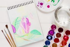 akvarell magnoliablomma i konstnärlig anteckningsblock foto