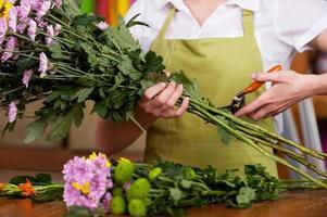 blomsterhandlare på jobbet. foto