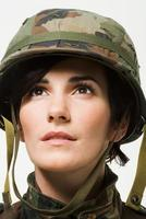 porträtt av en kvinnasoldat foto