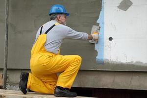 väggisolering, spridande murbruk över nät och styrofoam