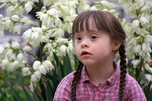 porträtt av vacker ung flicka foto